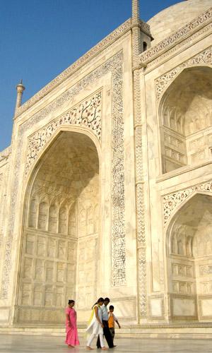 Ornate calligraphy on the Taj Mahal