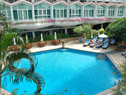 Dusit Thani pool
