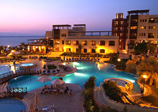 Movenpick Resort and Spa outdoor pool  © Jordan Tourism Board North America