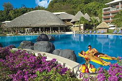 Radisson Plaza Resort Tahiti pool